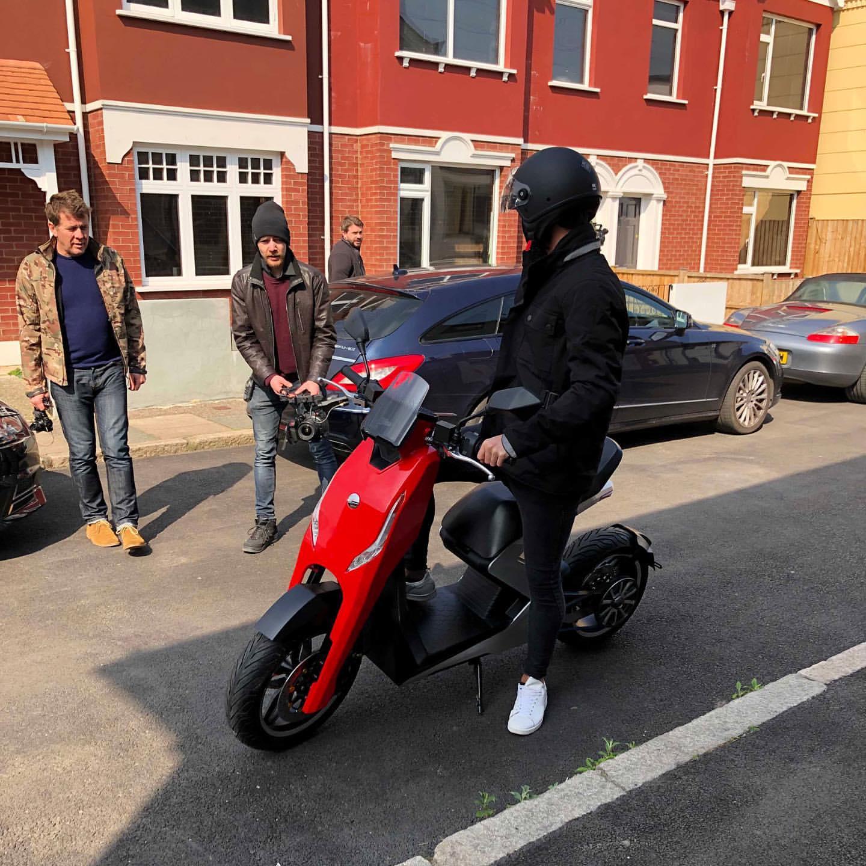 Zapp I300 🛵 Elektrikli Scooter 2019